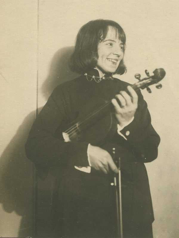 Black and white photo of Sonia Eckhardt-Gramatté taken in 1927