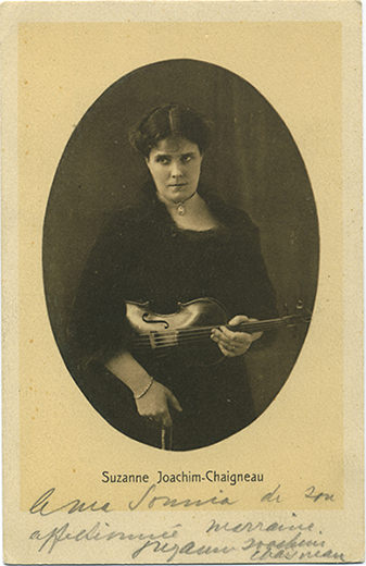 Black and white photo of Suzanne Chaigneau (with her violin)